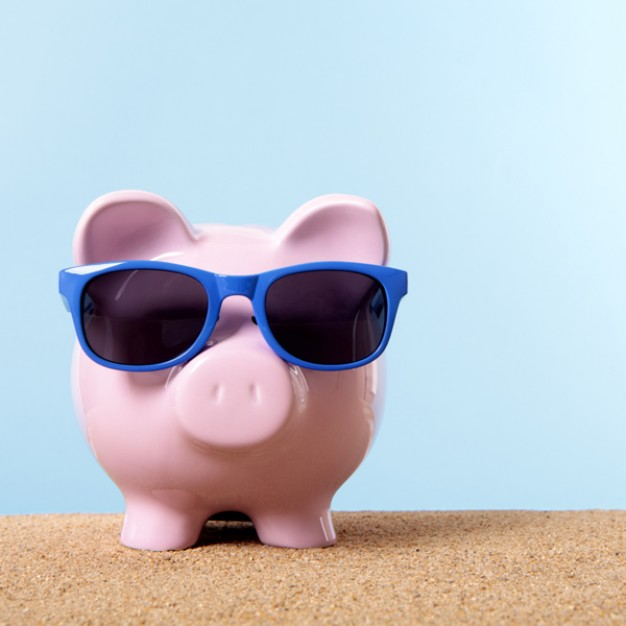 piggybank-with-blue-sunglasses_1101-103